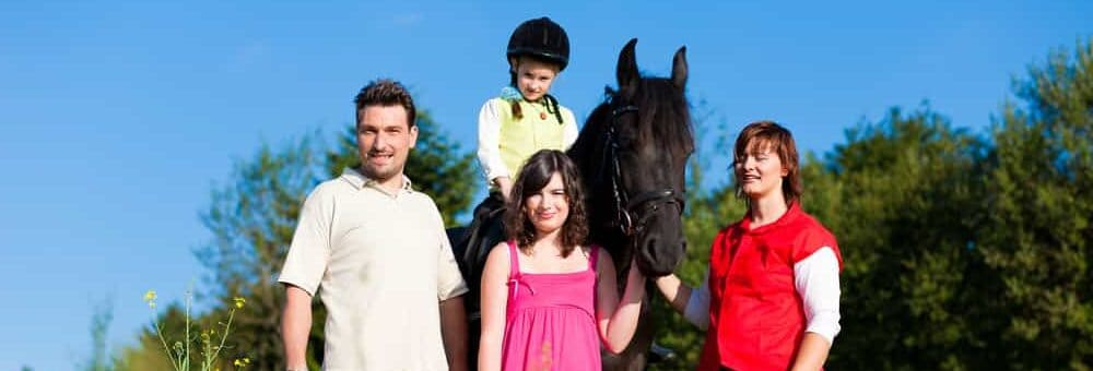 family with horse. jpg e1590590601154