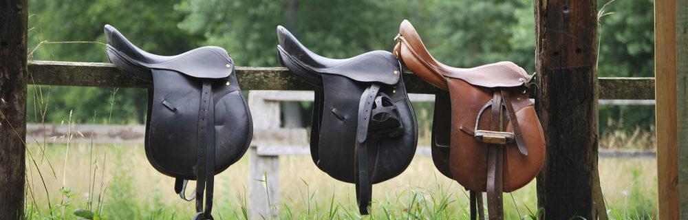 horse saddle on fance e1590594723350